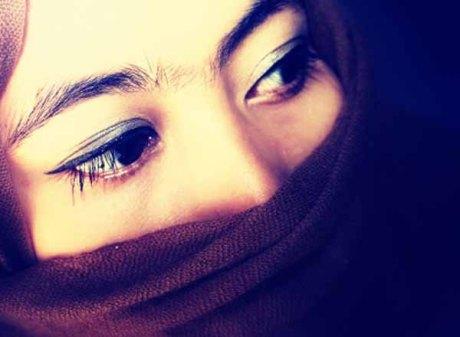 gambar-wanita-muslimah-sedih-bercadar