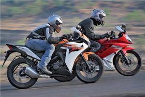 0_0_450_http---i.haymarket.net.au-Features-Autocar-India_Yamaha-R15-vs-Honda-CBR150R-Comparison (14)