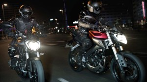 050714-2014-Yamaha-MT125-EU-Anodized-Red-Action-005