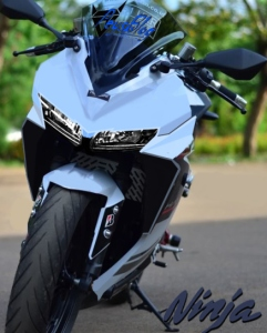 ninja-250-2015-ilustrasi-parkiran-peysblog