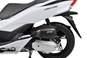 2015-Honda-PCX-150-009-640x427