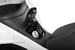 2015-Honda-PCX-150-010-640x427