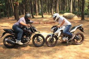 honda cb150r sf vs yamaha new v-ixion advance