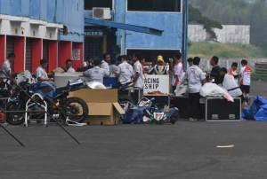 perlengkapan-balap-pebalap-motogp-hilang-di-indonesia_01