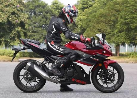 suzuki-gsx-250r-posisi-riding