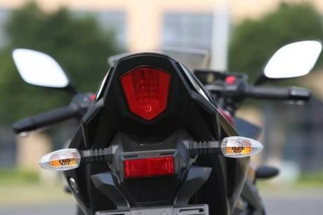 suzuki-gsx-250r-stop-lamp