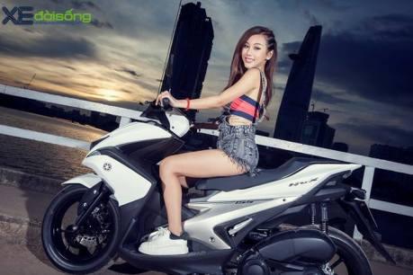 posisi-riding-wanita-diatas-yamaha-aerox-155