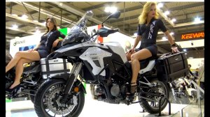 model-cantik-motor-adventure
