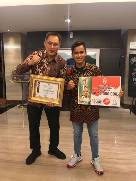 Galang Hendra bersama M.Abidin selaku GM After sales & Motor Sports PT YIMM